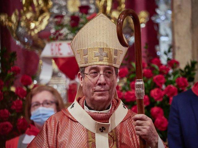 El Arzobispo Francisco Pérez oficia la última misa de la escalera de San Fermín celebrada en  la capilla del Santo de la catedral de Pamplona el día 6 de junio de 2020 en Pamplona, Navarra, España.