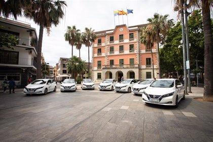 Nissan entrega ocho vehículos eléctricos Leaf al Ayuntamiento de Castelldefels (Barcelona)