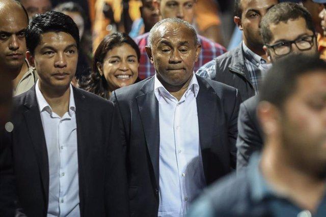 El presidente de Madagascar, Andry Rajoelina (izquierda)