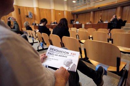 Más de medio centenar de personas se concentran en el inicio del juicio sobre Pazo de Meirás para reclamar su devolución