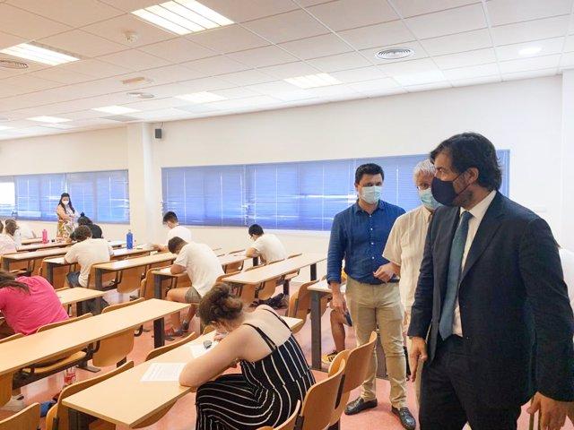 Fotonoticia/ El Consejero De Empleo, Investigación Y Uni Versidades Visita Sedes De La Ebau En Murcia Y San Javier