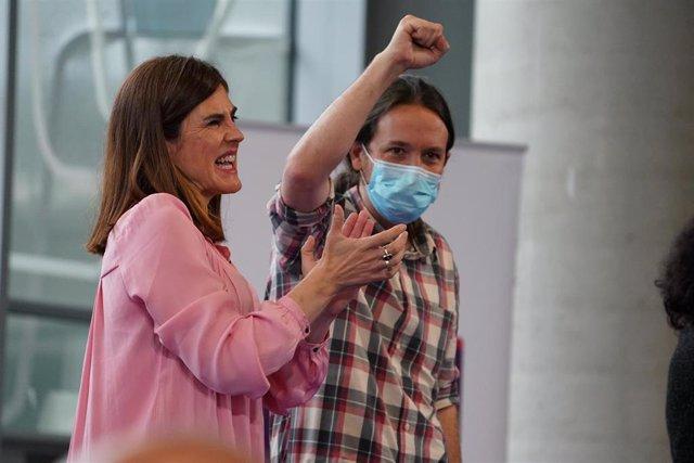 La candidata a lehendakari de Elkarrekin Podemos, Miren Gorrotxategi; y el  vicepresidente segundo del Gobierno, Pablo Iglesias, durante un acto de campaña Bilbao