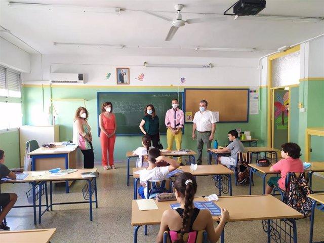El delegado de Educación visita un centro adherido al Programa de Refuerzo Estival