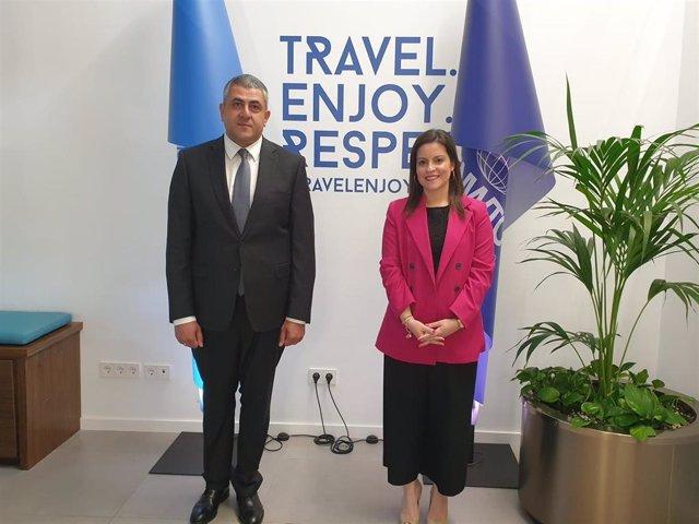 El secretario general de la Organización Mundial de Turismo, Zurab Pololikashvili, junto a la consejera de Turismo de Canarias, Yaiza Castilla