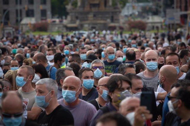 Una multitud es concentra en una manifestació de treballadors de Nissan, aquesta vegada a la Plaça d'Espanya. A Barcelona, Catalunya (Espanya), a 11 de juny de 2020. (ARXIU)