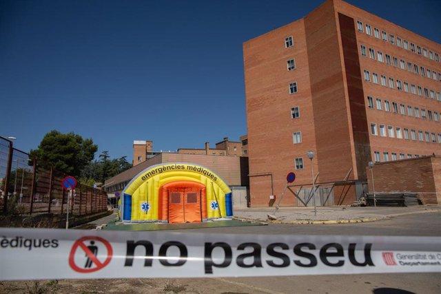 Hospital de campaña para atender a enfermos de coronavirus junto al Hospital Universitario Arnau de Vilanova de Lleida, capital de la comarca del Segrià, en Lleida, Catalunya (España), a 6 de julio de 2020.