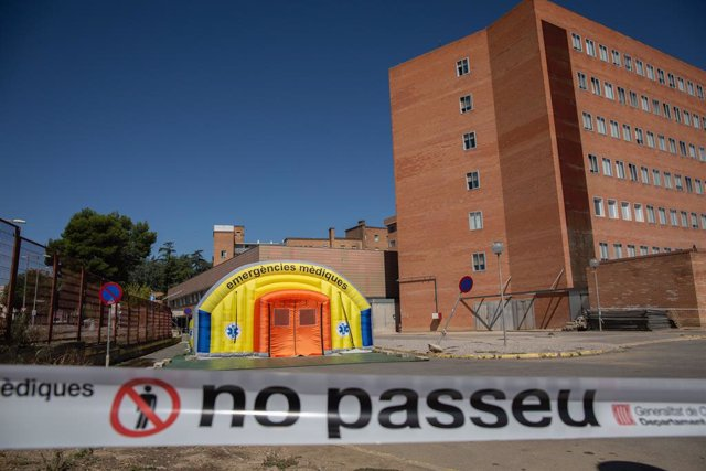 Hospital de campanya per atendre malalts de coronavirus al costat de l'Hospital Universitari Arnau de Vilanova de Lleida. Catalunya (Espanya), 6 de juliol del 2020.