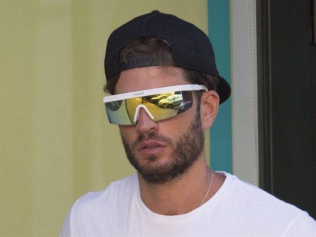 Rodri Fuertes sale del gimnasio en la capital madrileña con unas llamativas gafas de sol