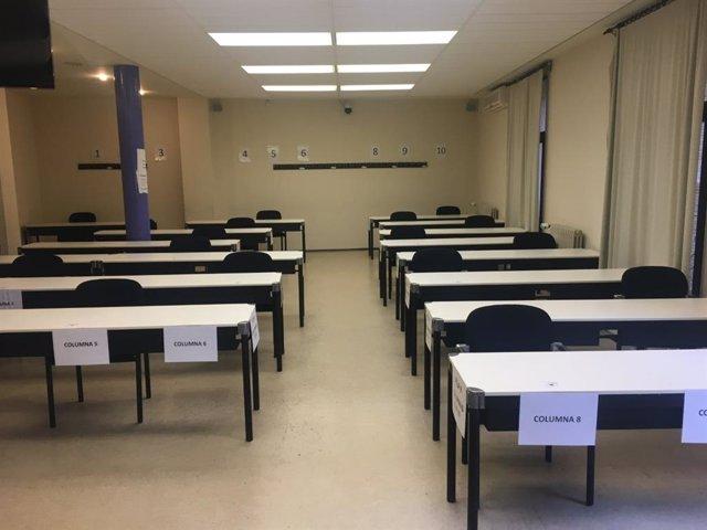Aula de la UNED de Tudela acondicionada siguiendo las medidas por el Covid-19 para la realización de sus exámenes