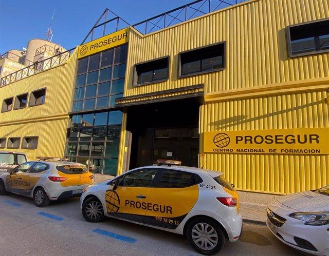 Fachada exterior de una de las sedes de la empresa de seguridad Prosegur, en la Calle Pajaritos, nº 24, Madrid (España).