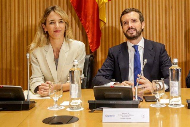 La portavoz del Partido Popular en el Congreso, Cayetana Álvarez de Toledo y el presidente del Partido Popular, Pablo Casado durante la reunión de los diputados y senadores electos en el Congreso. En Madrid, a 2 de diciembre de 2019.