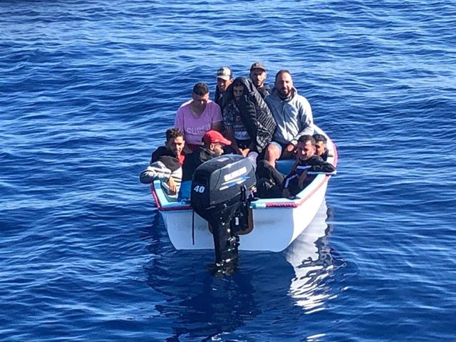 Imagen de una patera llegada a las costas de la Región