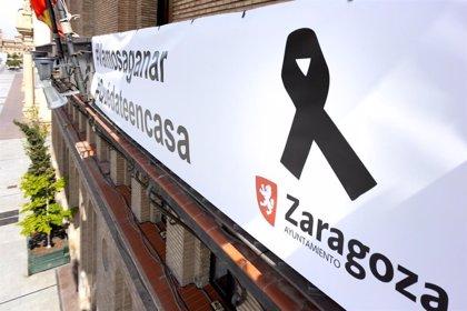 Zaragoza homenajea a las víctimas del coronavirus y reconoce el trabajo de servicios esenciales