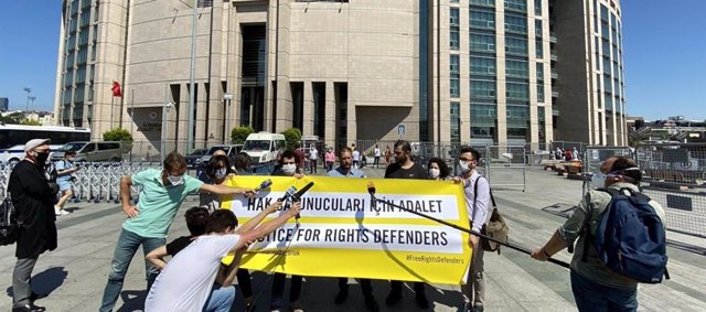 Turquía.- Condenados a prisión en Turquía cuatro activistas de DDHH por cargos d