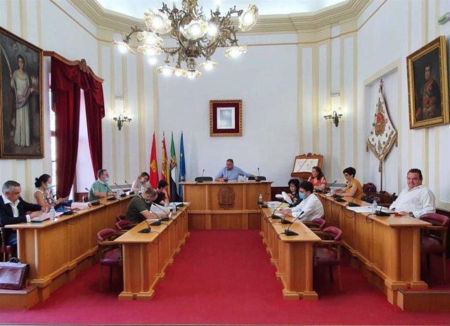 Pleno en el Ayuntamiento de Mérida