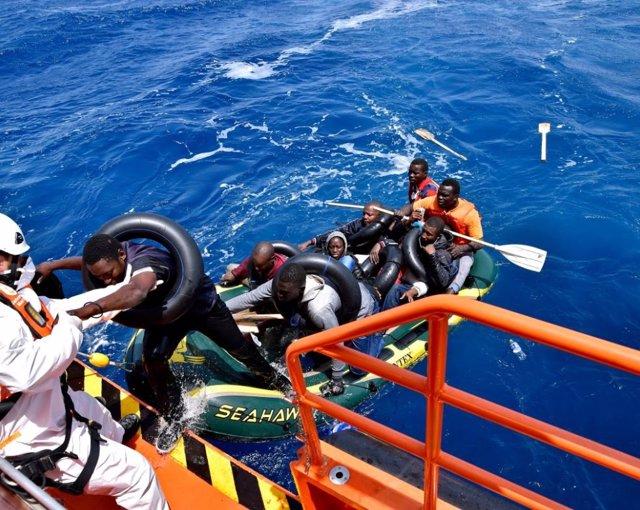 Actuación de Salvamento Marítimo en el rescate a migrantes