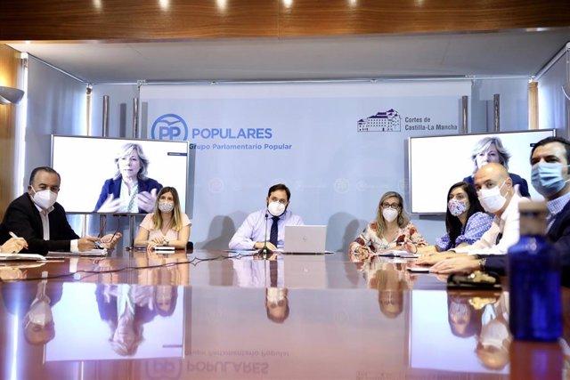 Pp Clm (Cortes De Voz Y Fotografías) Núñez Preside La Reunión Del Grupo De Educación Del Pp Clm
