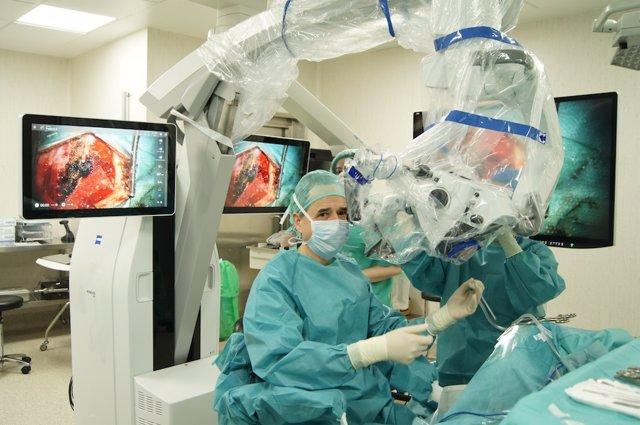 Microscopio robotizado adquirido por el Hospital Ruber Internacional