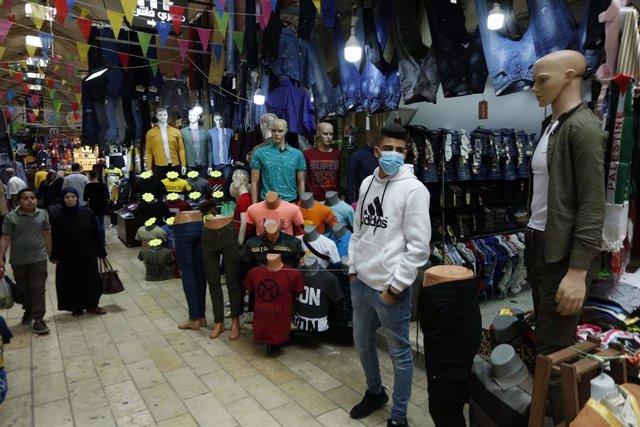 Palestinos en la ciudad cisjordana de Nablús durante la pandemia de coronavirus