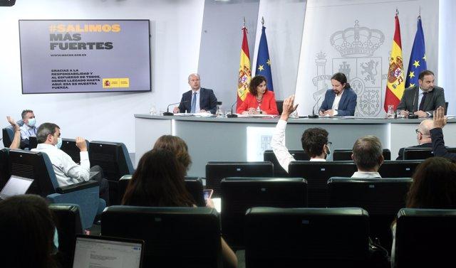 (I-D) El ministro de Justicia, Juan Carlos Campo; la ministra portavoz y de Hacienda, María Jesús Montero; el vicepresidente Pablo Iglesias, y el ministro de Transportes, José Luis Ábalos, durante la rueda posterior al Consejo de Ministros