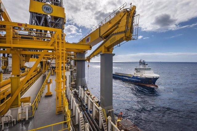 Plataforma petrolífera extracción de petroleo prospecciones repsol hidrocarburo recursos gas gasolina diesel