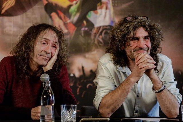 Roberto Iniesta e Iñaki 'Uoho' Antón de Extremoduro durante una rueda de prensa en la que han confirmado una gira de despedida de la banda