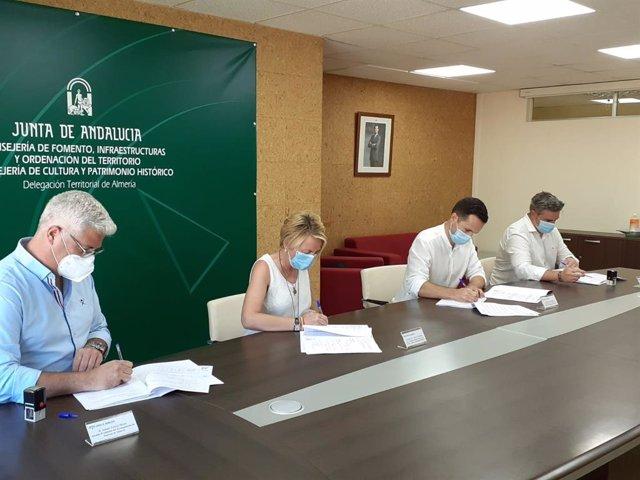 Junta firma con los alcaldes de Viator y Huércal de Almería la cesión de terrenos de la A-1001
