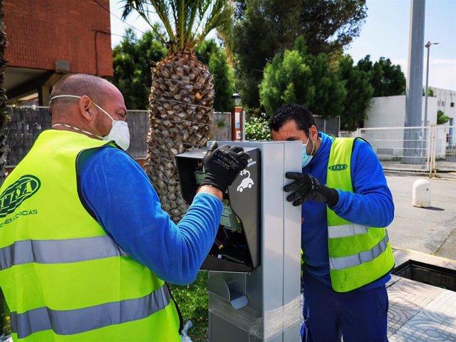 Instalación de un punto de recarga eléctrica en el Puerto de Almería