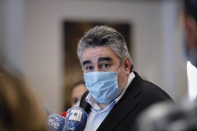 El ministro de Cultura y Deporte, José Manuel Rodríguez Uribes responde a los medios durante la visita al Instituto Nacional de las Artes Escénicas y de la Música (INAEM). En Madrid, (España), a 20 de junio de 2020.