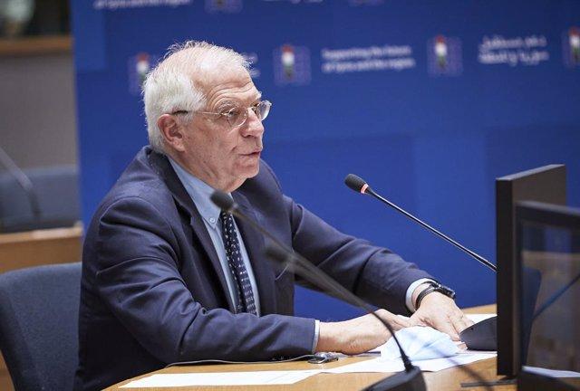 """Malta.- Borrell transmite a Malta que """"no está sola"""" ante la presión migratoria"""