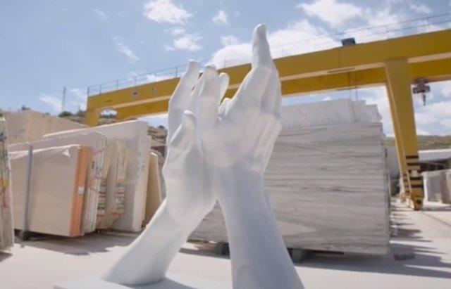 Escultura 'El aplauso infinito'