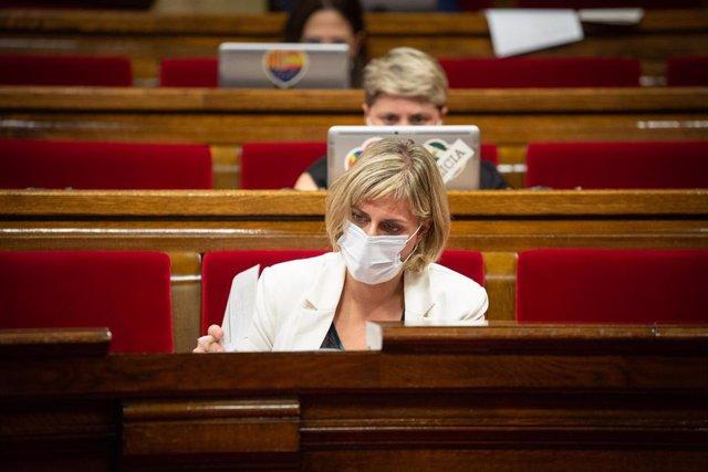 La consellera de Salut de la Generalitat, Alba Vergés, durante una sesión plenaria en la que se debate la gestión de las residencias para personas mayores y para personas con discapacidad durante la pandemia del COVID-19, a 7 de julio de 2020.