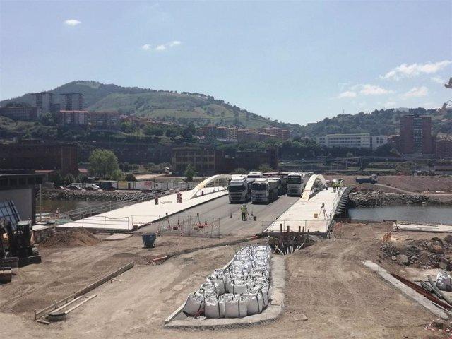 Prueba de carga en el puente de San Ignacio (Bilbao)