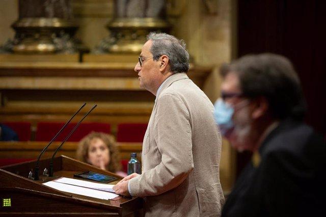 El president de la Generalitat, Quim Torra, durante su intervención en una sesión plenaria en la que se debate la gestión de las residencias para personas mayores y para personas con discapacidad durante la pandemia del COVID-19.