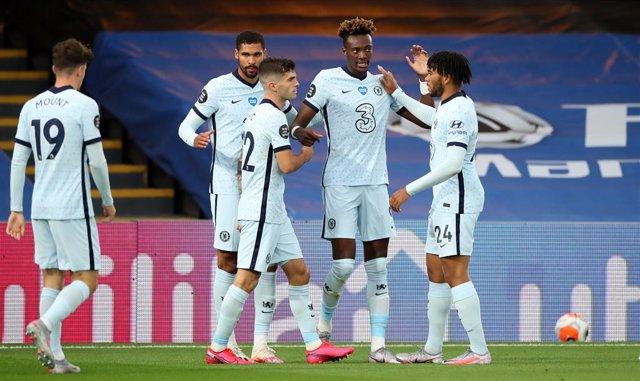Fútbol/Premier.- (Crónica) El Chelsea desplaza al Leicester de la tercera plaza