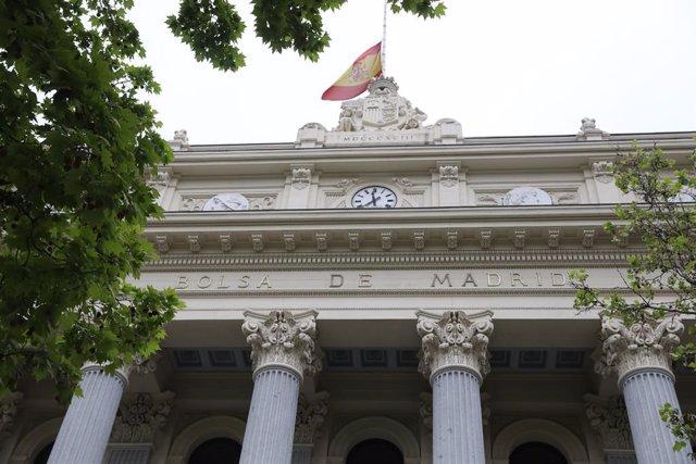 Façana de l'edifici de la Borsa de Madrid