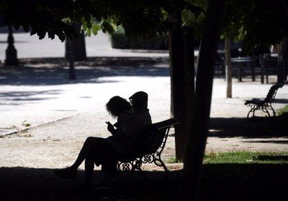 El Retiro y ocho parques de Madrid cierran hoy al activarse la alerta roja por altas temperaturas y viento