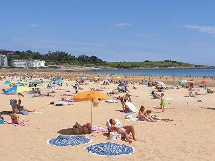 Santander registró el domingo colas de 20 minutos para acceder a las playas