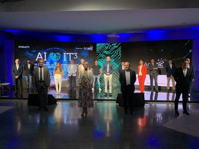 La secretaria de Estado de Digitalización e Inteligencia Artificial, Carme Artigas, y el presidente de Ametic, Pedro Mier, en la inauguración del evento 'AIlikeIT3'