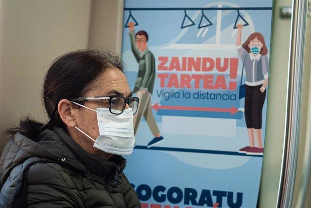Reparto de mascarillas en País Vasco en el primer día laborable tras la Semana Santa
