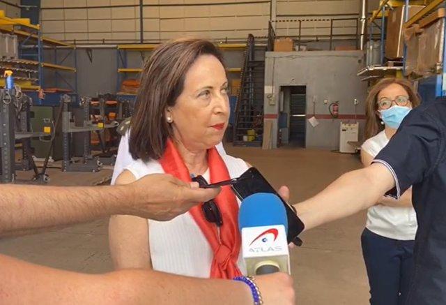 La ministra de Defensa, Margarita Robles, hace declaraciones a los medios a