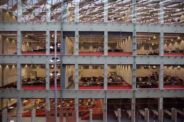 Aules on els estudiants de batxillerat fan els exàmens de les proves d'accés a la universitat (PAU), al Campus Ciutadella. Barcelona, Catalunya (Espanya), 7 de juliol del 2020