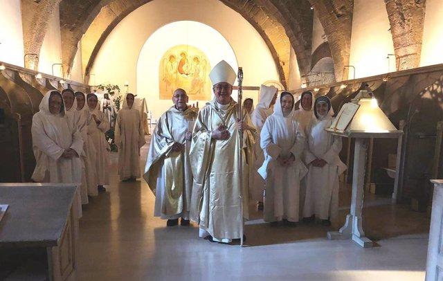 La Diócesis de Barbastro-Monzón despide a las religiosas de la Orden de Belén, que dejan de ocupar el monasterio de Sijena.