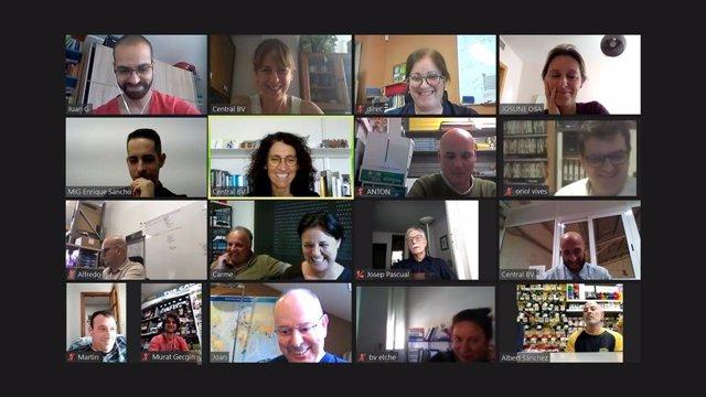 Reuniones semanales  grupales en videoconferencia