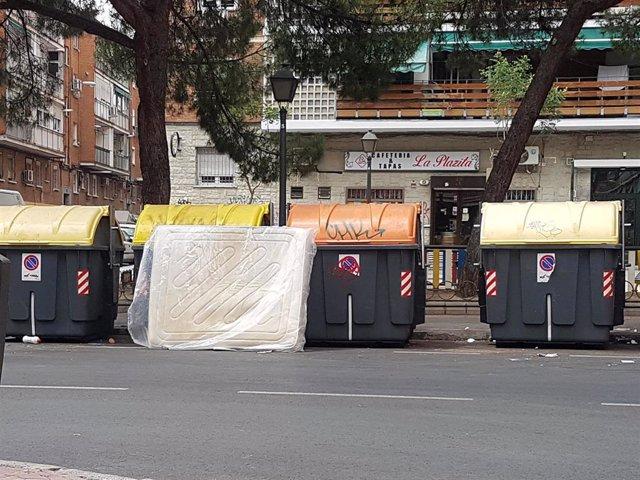 Colchón abandonado en una calle de Carabanchel