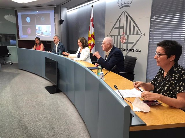 Els tinent d'alcalde Janet Sanz i Jaume Collboni; l'alcaldessa de Barcelona, Ada Colau; el líder d'ERC a Barcelona, Ernest Maragall, i la regidora d'ERC Maria Buhigas.