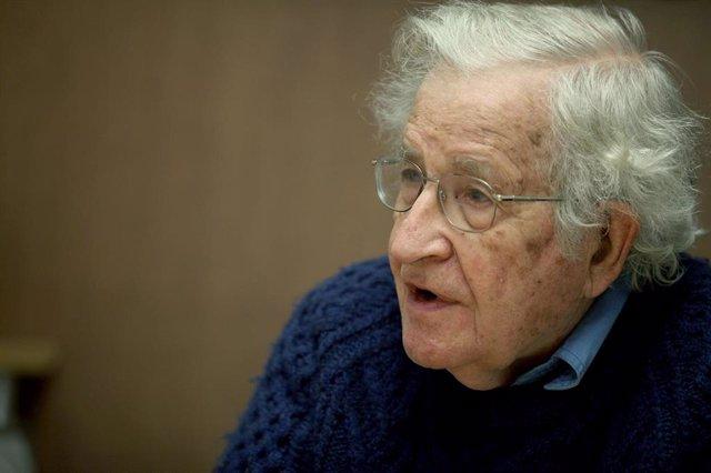 Noam Chomsky (Foto de archivo)