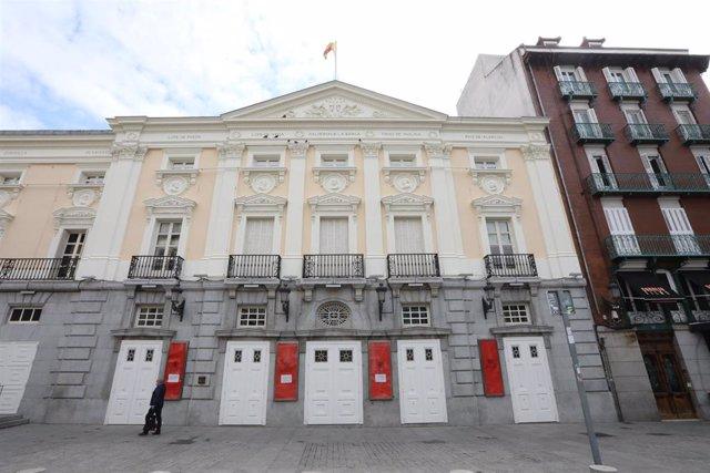 Fachada del Teatro Español. En Madrid (España) a 13 de abril de 2020.