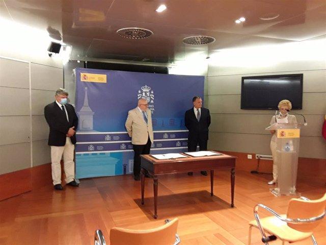 Rafael Lambea, Director General de CREA, Javier García, Secretario general de Cultura y Ferrán López, Presidente de la Federación de Anticuarios.