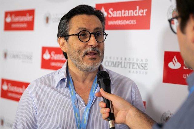 El director médico del Hospital Clínico San Carlos, Julio Mayol.